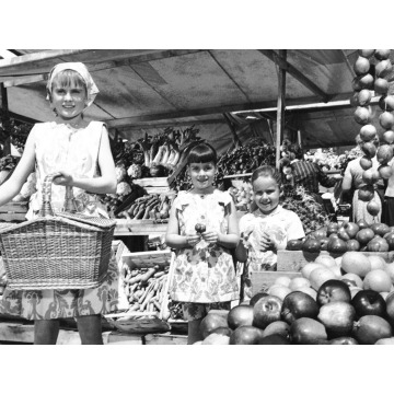 #107 Marketplace, Louisa, Marta, Gretl